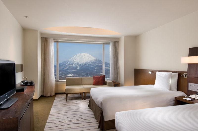 Hilton Niseko Village Twin Bedroom with Mountain View | Niseko Village