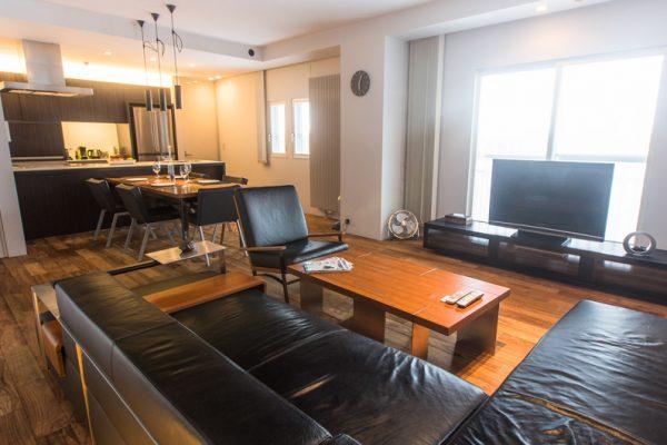 J-Sekka Suites Lounge Room with TV | Middle Hirafu