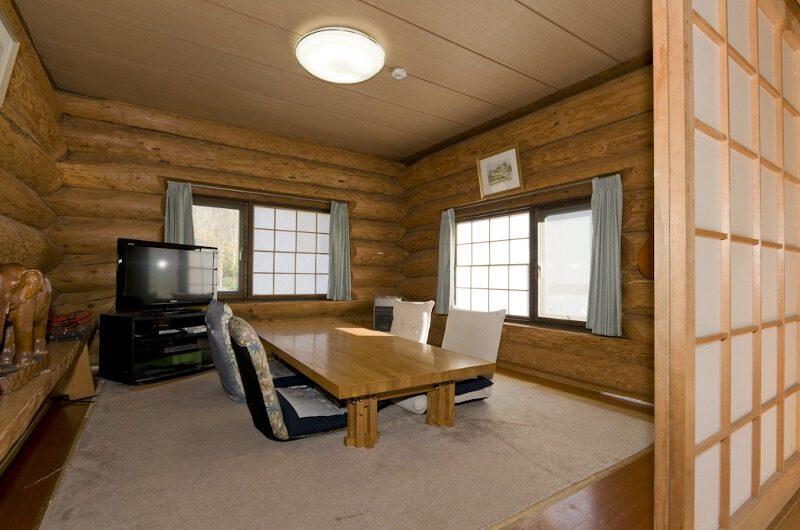Jindabyne Lodge Seating Area with TV | East Hirafu