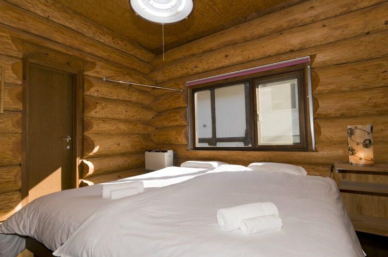 Jindabyne Lodge Bedroom | East Hirafu
