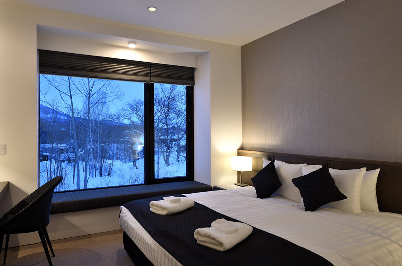 Jun Bedroom with Mountain View | Lower Hirafu