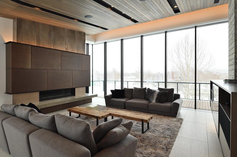 Jun Indoor Living Area with Outdoor View   Lower Hirafu