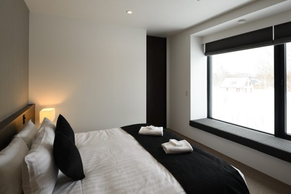Jun Bedroom with Seating Area and Outdoor View | Lower Hirafu