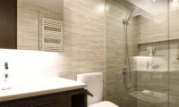 Jun Bathroom with Shower | Lower Hirafu