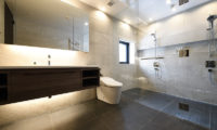 Jun Spacious En-Suite Bathroom | Lower Hirafu