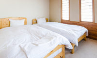 Jurin Cottage Twin Bedroom with Carpet | East Hirafu