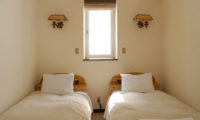 Jurin Cottage Bedroom with Twin Beds | East Hirafu