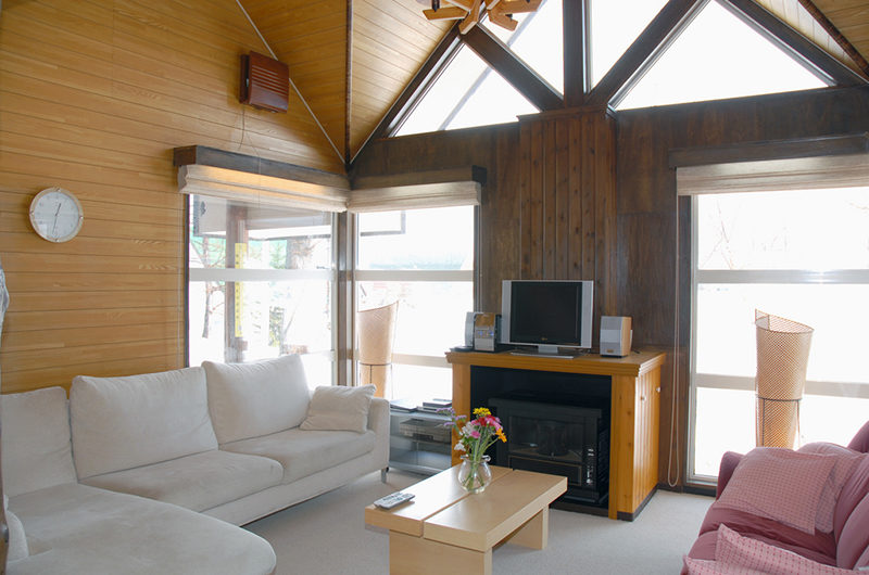 Jurin Cottage Lounge Area with TV | East Hirafu