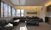 Niseko Kasetsu Lounge Area with Carpet | Lower Hirafu
