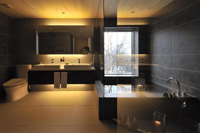 Niseko Kasetsu En-Suite Bathroom with Bathtub | Lower Hirafu