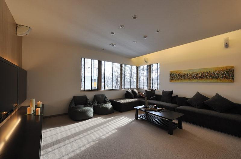 Niseko Kasetsu Lounge Area with TV | Lower Hirafu