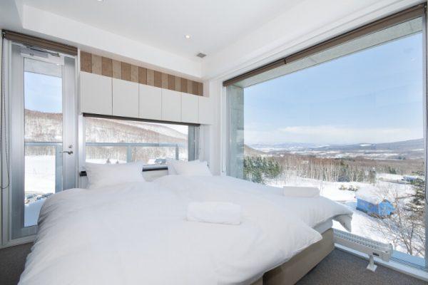 Kizuna Bedroom with Ourdoor View | Upper Hirafu