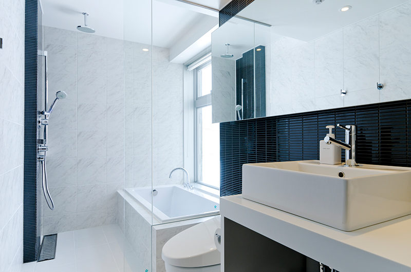 Kizuna Two Bedroom Premium Bathroom | Upper Hirafu
