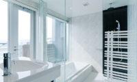 Kizuna Three Bedroom Penthouse Bathroom | Upper Hirafu
