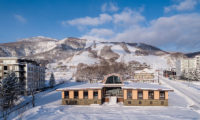Lodge Hakuunso Outdoor Area with Snow | Upper Hirafu