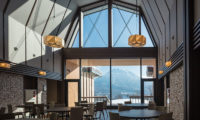 Lodge Hakuunso Dining Area with Mountain View | Upper Hirafu