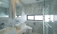 Loft Niseko His and Hers Bathroom with Shower | Middle Hirafu