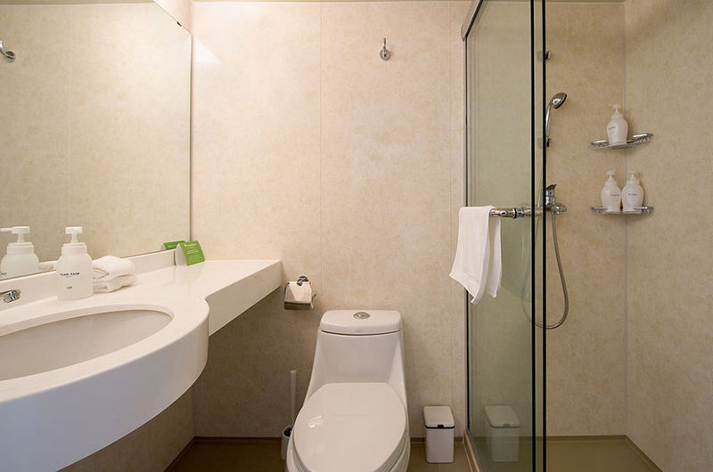 M Hotel Bathroom with Shower | Middle Hirafu