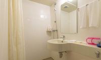 M Lodge Bathroom with Mirror | Middle Hirafu Village