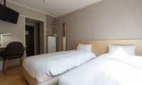 M Lodge Twin Bedroom with Study Table | Middle Hirafu Village