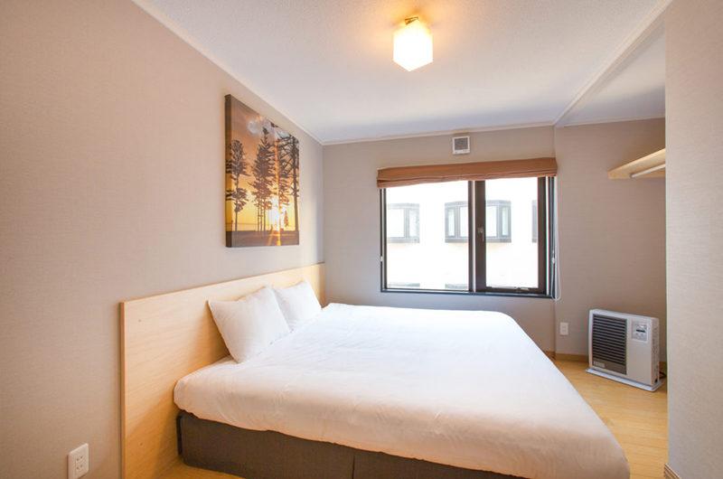 M Lodge Bedroom with Wooden Floor | Middle Hirafu Village