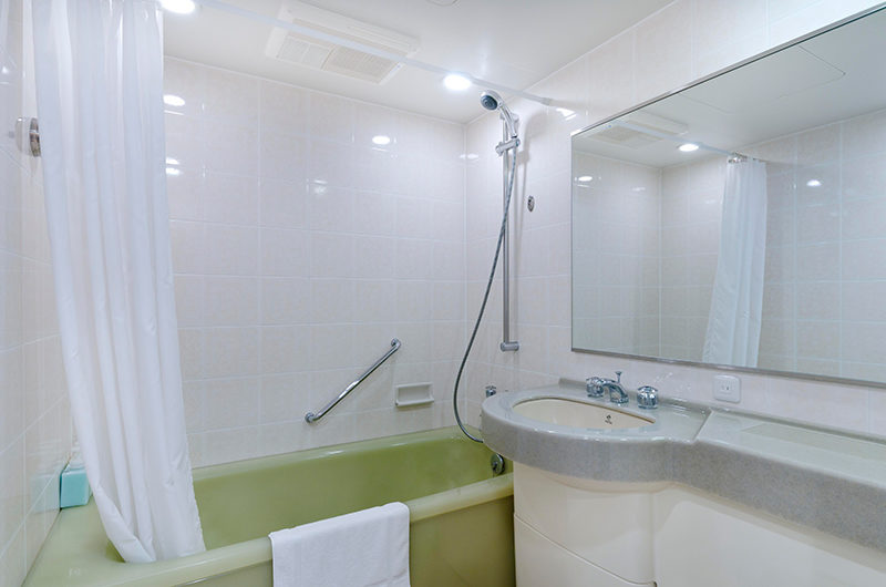 Mountainside Palace Bathtub | Upper Hirafu