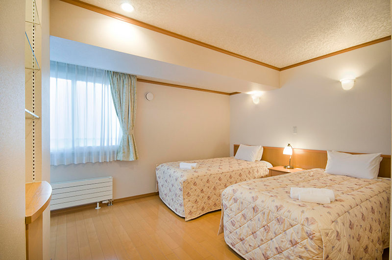 Mountainside Palace Spacious Twin Bedroom | Upper Hirafu