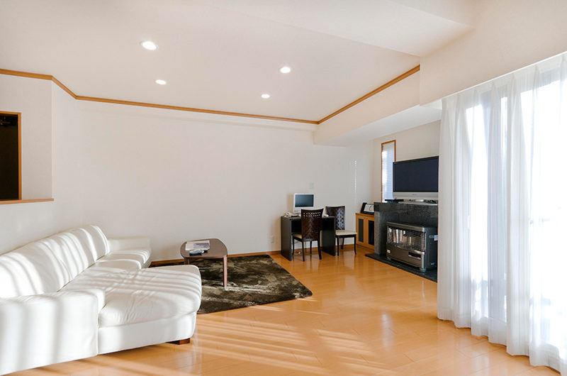 Mountainside Palace Lounge Area with TV | Upper Hirafu