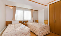 Mountainside Palace Twin Bedroom | Upper Hirafu