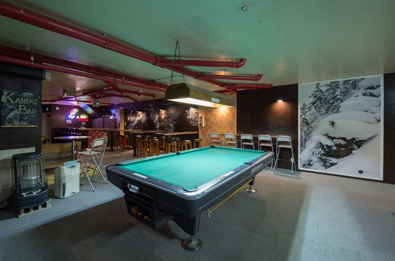 Owashi Lodge Billiard Table with Carpet | Upper Hirafu