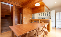 Powder Cottage Kitchen and Dining Area with Wooden Floor | Middle Hirafu Village