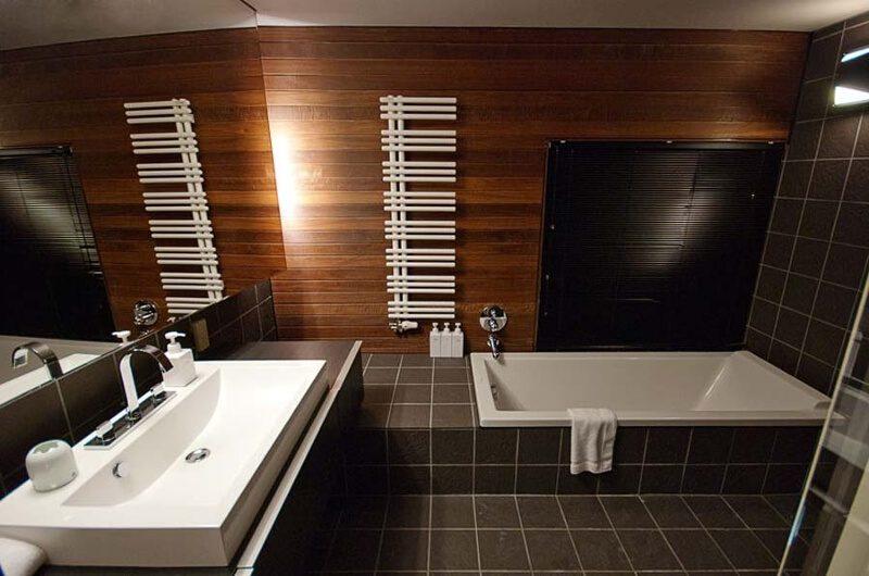 Sekka House Bathroom with Bathtub | Middle Hirafu