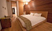 Sekka House Bedroom with Wooden Floor | Middle Hirafu