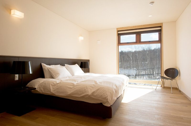 Seshu Bedroom with a Chair | Lower Hirafu