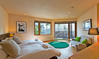 Seshu Twin Bedroom with Seating Area | Lower Hirafu