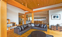 Seshu Lounge Area with Wooden Floor | Lower Hirafu