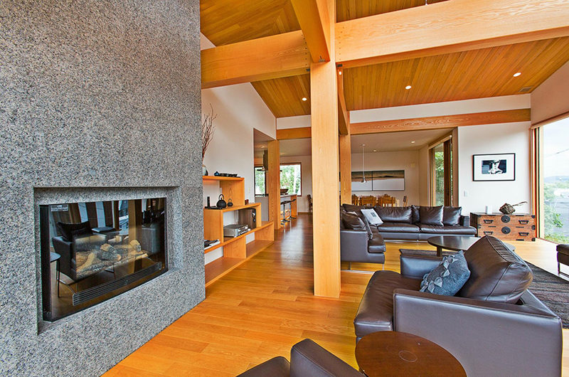 Seshu Spacious Living Area with Wooden Floor | Lower Hirafu