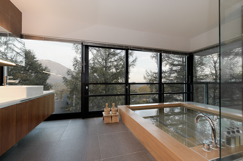 Setsugetsu Terrace En-Suite Bathroom with View | Middle Hirafu