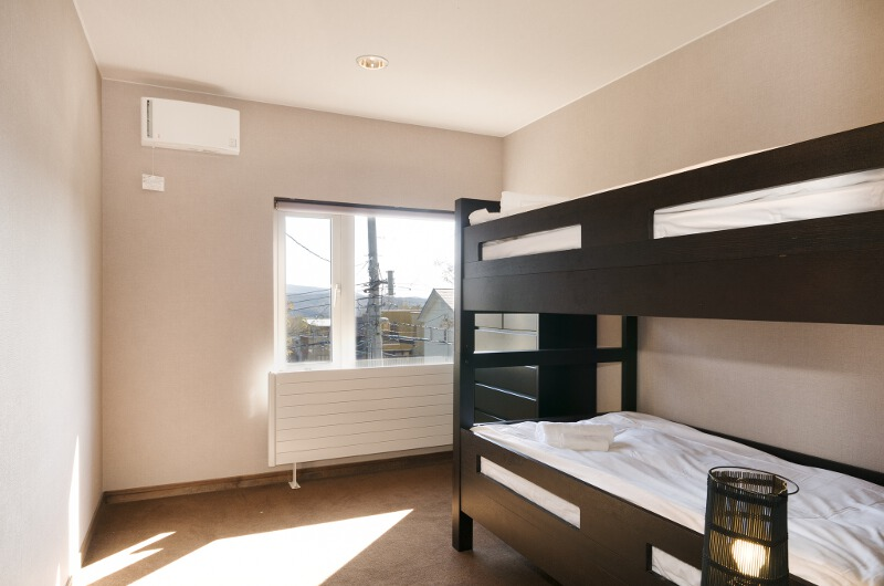 Sugarpot Bunk Beds with Window | Lower Hirafu