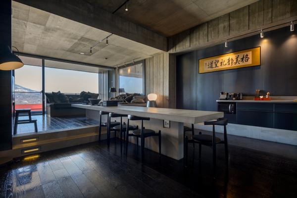 Suiboku Dining Area with Wooden Floor | Upper Hirafu Village