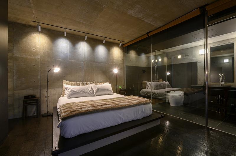 Suiboku Bedroom and Bathroom at Night | Upper Hirafu Village