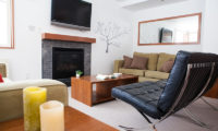 Itoku TV Room with Fireplace | Middle Hirafu