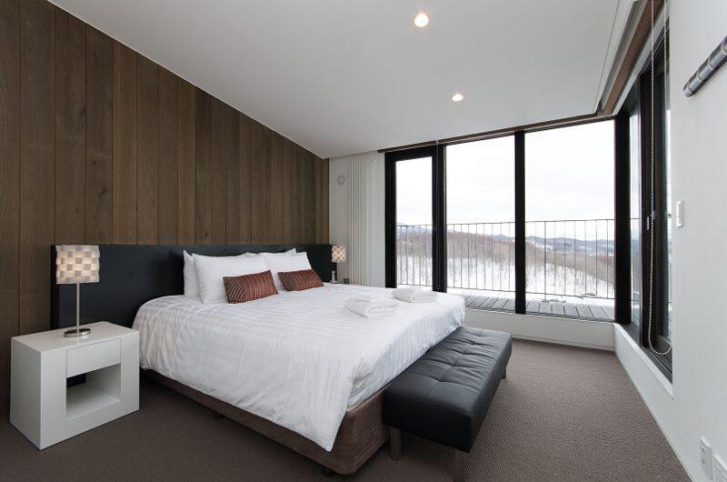 Tokubetsu Bedroom and Balcony | Lower Hirafu