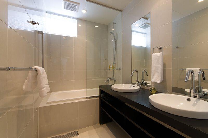 Tokubetsu His and Hers Bathroom with Bathtub | Lower Hirafu