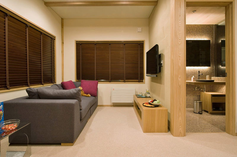Tsubaki Bunk Room Lounge Area with TV | Lower Hirafu