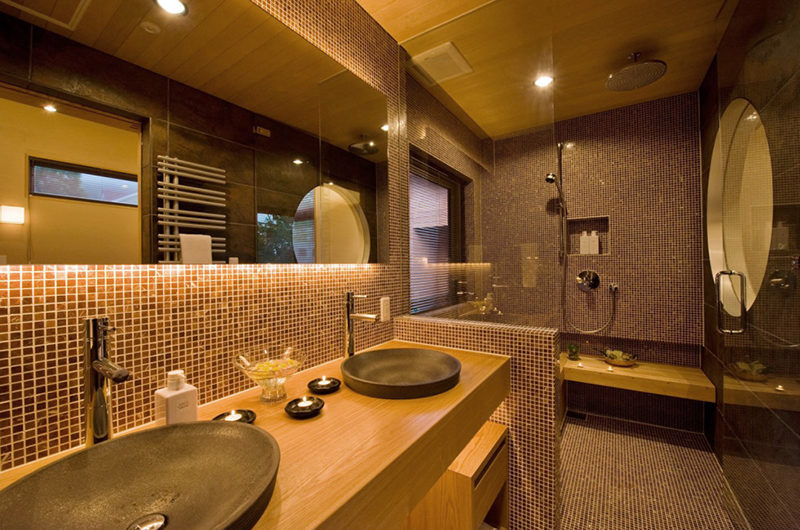Tsubaki En-Suite His and Hers Bathroom | Lower Hirafu