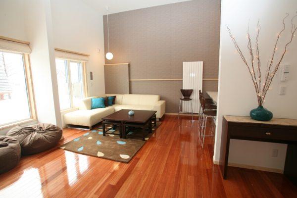 Yuki Yama Apartments Indoor Living Area | Middle Hirafu