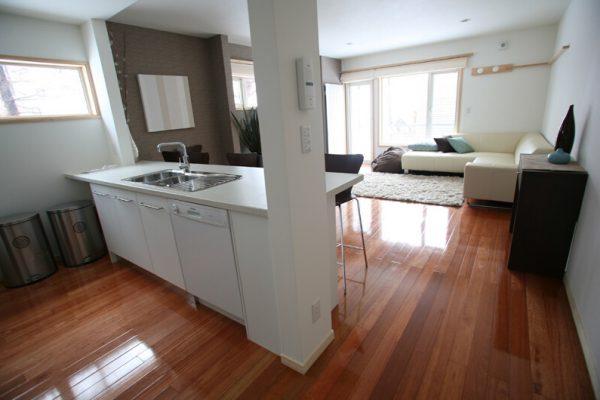 Yuki Yama Apartments Kitchen with Wooden Floor | Middle Hirafu