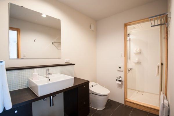 The Chalets at Country Resort Chuzenji Bathroom with Shower | West Hirafu