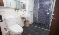 Alpen Ridge Bathroom with Shower | Upper Hirafu Village